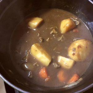 肉じゃがカレー工程2|89.晩ごはんレシピ:【20分】肉じゃがカレー、青梗菜と人参のナムルー