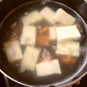 片栗粉を入れる|90.晩ごはんレシピ:【30分】冷しゃぶサラダ、ニラ玉豆腐中華スープ、筍のさっと煮