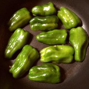 肉詰めを焼く|103.晩ごはんレシピ:【40分】ピーマンの肉詰め