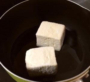 豆腐を揚げる|114.晩ごはんレシピ:【40分】冷しゃぶサラダ、きゅうりのたたき、揚げ出し豆腐