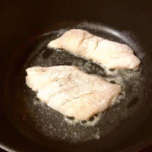 白身魚|122.晩ごはんレシピ:【40分】白身魚のムニエル、アボカドとトマトのサラダ