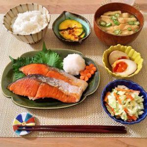 盛り付け | 132.晩ごはんレシピ:【40分】鮭の塩焼き、コールスロー