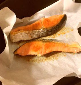 焼き鮭 | 132.晩ごはんレシピ:【40分】鮭の塩焼き、コールスロー