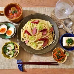 盛り付け|126.晩ごはんレシピ【30分】ペペロンチーノ、きゅうりとささみのサラダ