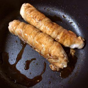 肉巻き|142.晩ごはんレシピ:【60分】インゲンと人参の豚肉巻き、じゃがいもとソーセージのコンソメ炒め