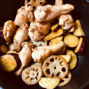 炒め煮する|177.晩ごはんレシピ:【30分】さつまいもとレンコンと鶏肉の炒め煮