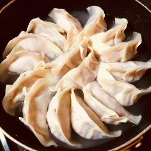 最初二お湯を入れる|176.餃子を美味しくパリパリに焼くコツ