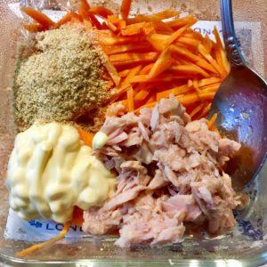 ツナと調味料を入れる|173.レシピ:【10分】人参とツナのマヨサラダ