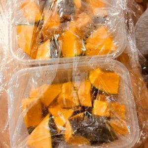 かぼちゃを細かくカットしてレンチン|164.晩ごはんレシピ:【30分】かぼちゃコロッケ、豚汁